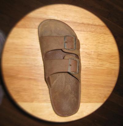 farting-sandal2.jpg